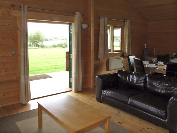 Lake Pochard holiday lodges in the Cotswold Water Park area